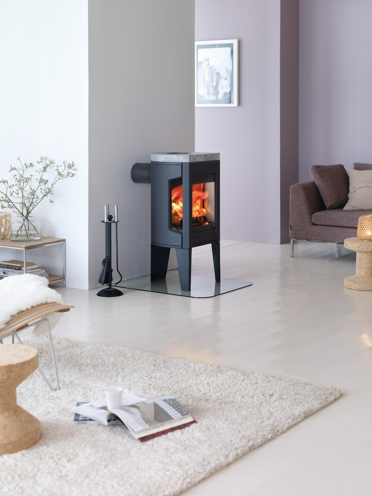 Jotul F 163, winner of the Red Dot design award 2011 and silver award at the House Beautiful Awards Best Heating Product 2011.