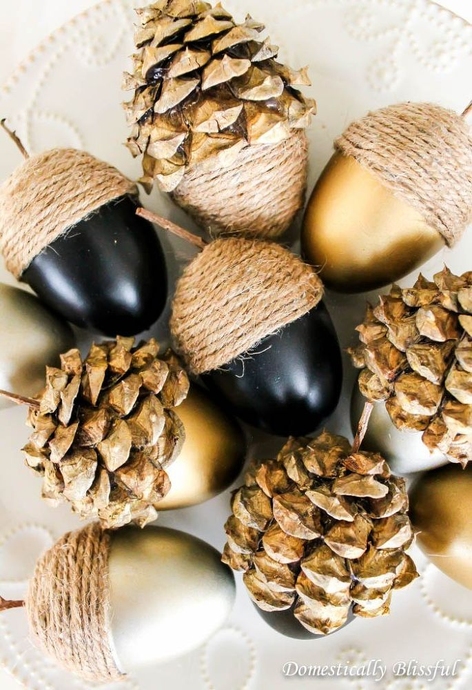 DIY Fall Acorns. We've been slightly obsessed with metallic for a while now, so this project is a must! #pinnersconf: