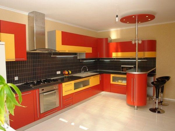 Оригинальная кухня в красном цвете