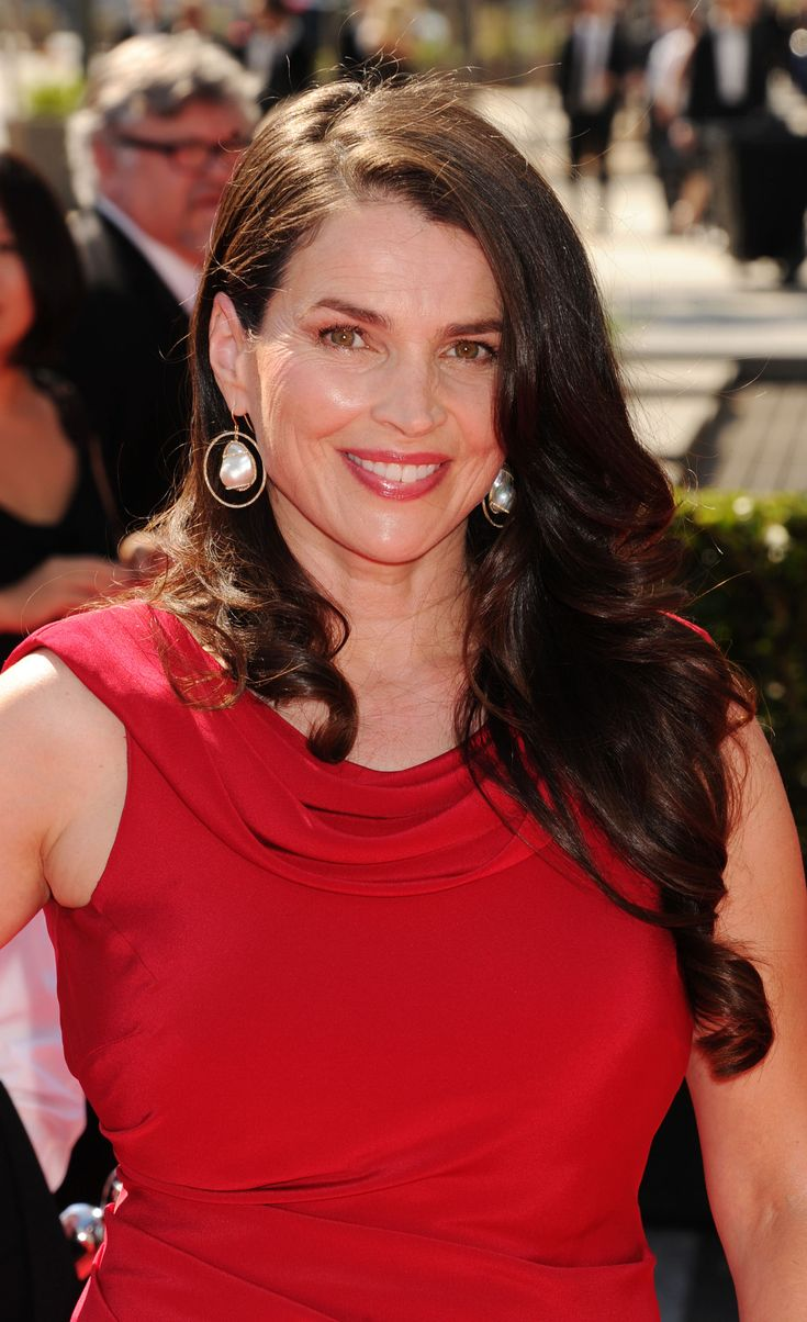Julia Ormond Mother Of The Bride איפור ותסרוקת לאימא