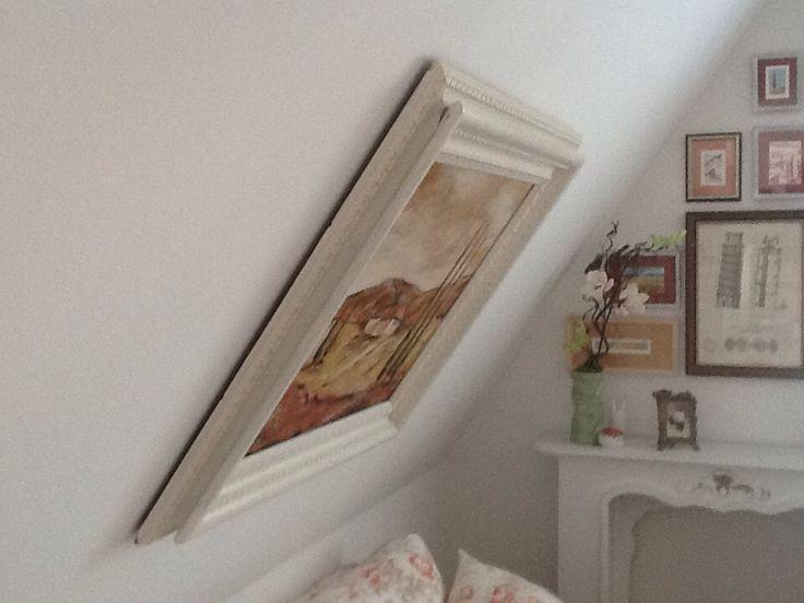 ein bild an einer dachschr ge befestigen schaut euch das. Black Bedroom Furniture Sets. Home Design Ideas