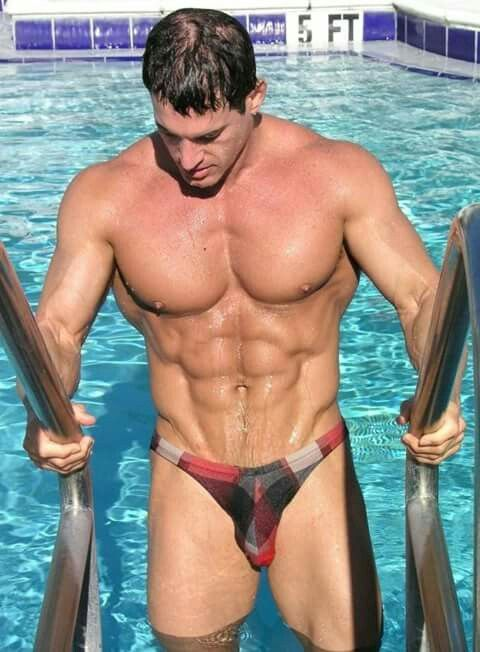 muscular man with large package | Wonderful Speedos ...