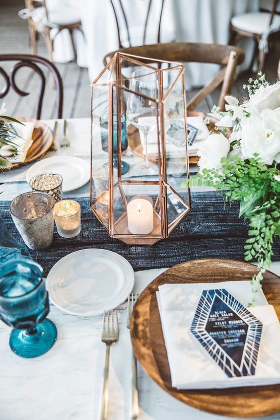 Blue and White Geometric Table Decor / http://www.deerpearlflowers.com/terrarium-geometric-details-ideas/