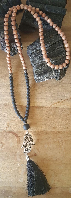 Sautoir perles bois de rose et perles de verre noires : Collier par vel