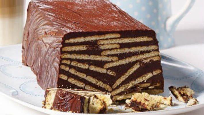 Предлагаем вам рецепт шоколадного торта со смешным названием «Холодная собака» Ингредиенты: Шоколад темный 70-80% какао 300 г Куриное яйцо 2 шт. Сахарная пудра 75 г Ром светлый 50 мл (для детей от 3 лет) Способ приготовления: Горький шоколад и кувертюр — 200 грамм (можно заменить таким же количеством молочного шоколада темного цвета) разломать на куски и растопить на паровой бане. Яйца, сахарную пудру, какао порошок и ром смешать венчиком или миксером. Смесь перемешать с растопленным…