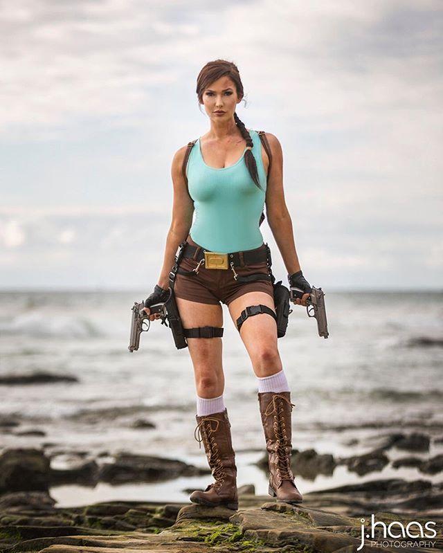 Bellas Cosplay Lara Croft Videobox 1