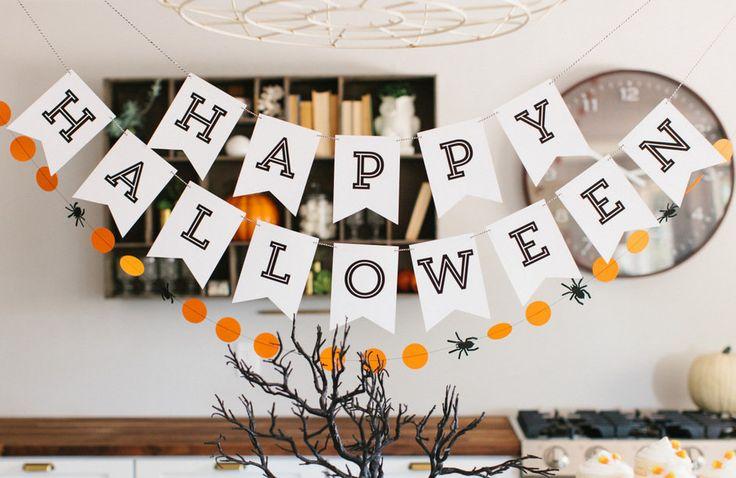 Развесить бумажные гирлянды, зажечь черные свечи, составить композицию из коряг и тыкв – готовимся к самому оригинальному празднику осени