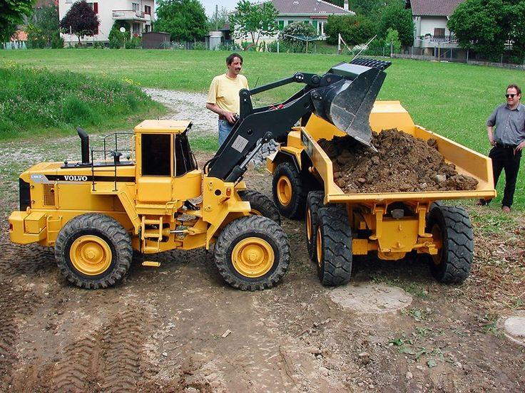 World's Largest: 1:2.5 Scale R/C Dump Truck, Loader & Excavator   Bring a Trailer