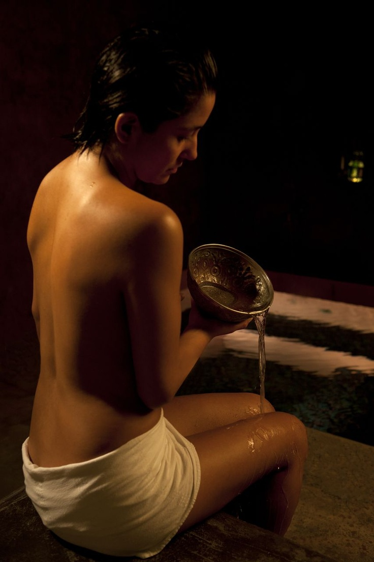 Body cooling by an ancestral Turkish baths ritual
