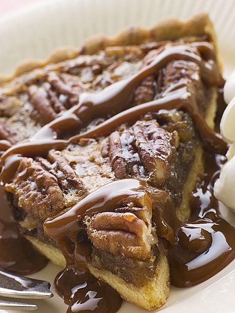 Jemný koláč s karamelem a čokoládovým krémem