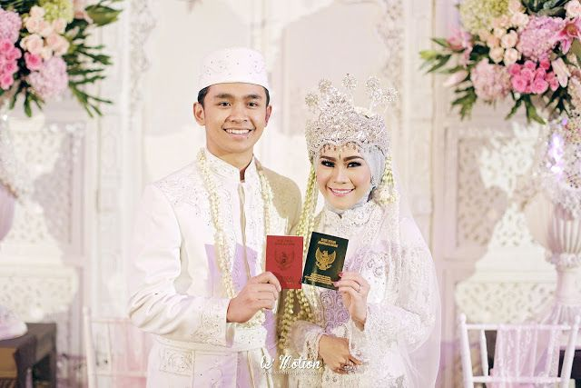 Putri and Sandy's wedding was full of fuschia color, and playful laughter. We love that Sundanese wedding ceremony filled with on...