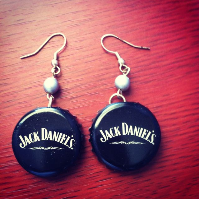 DIY Jack Daniels bottle top earrings  I have to make myself a pair of these now..