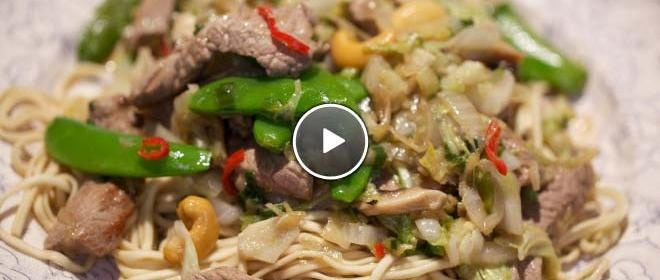 Biefstuk uit de wok met Chinese kool en shiitakes - De Makkelijke Maaltijd (24Kitchen)