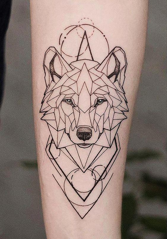 Tatuagem geométrica de lobo en 2020 | Tatuajes de lobos, Tatuaje geométrico de lobo, Diseño del tatuaje de lobo