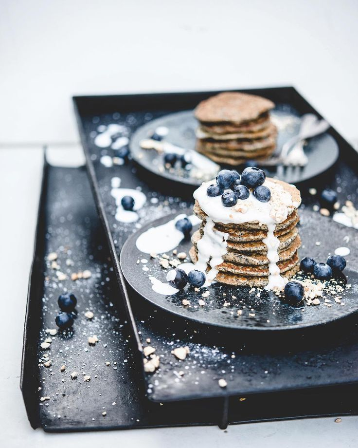 673 отметок «Нравится», 10 комментариев — Nadia    Damaso, 2 1 (@nadiadamaso_ebnl) в Instagram: «Poppyseed-Almond-Vanilla Pancakes w/ creamy Coconut-Cashew Drizzle & Bluebs! -turning pancake…»