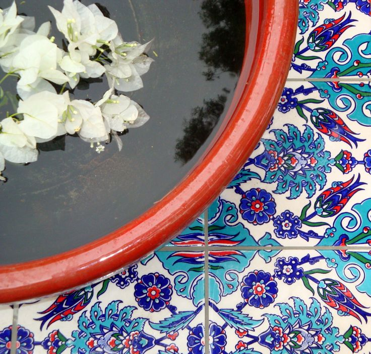 Water bowl with Turkish tiles in a gorgeous #outdoorroom