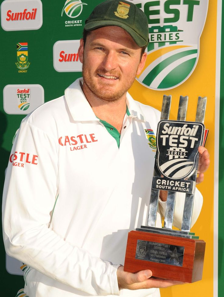 Graeme Smith (SA) with the winners trophy, vs Pakistan, 3rd Test, Centurion, 3rd day, February 24, 2013