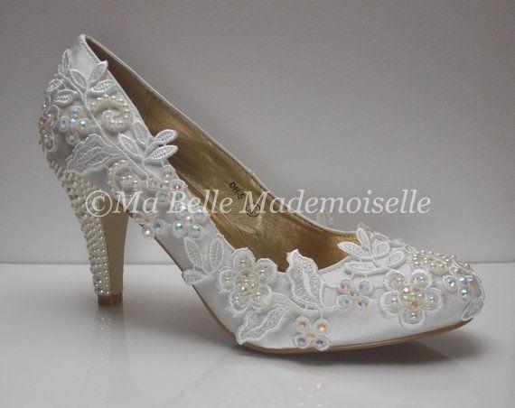 Chaussures de mariage Ivoire dentelle par MademoiselleShoes sur Etsy