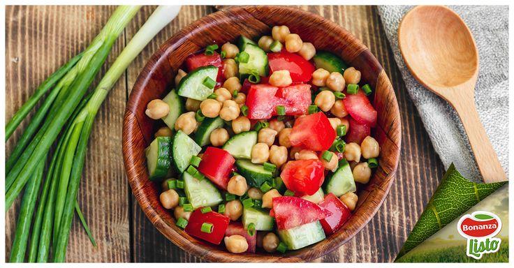 Ensalada de garbanzos Bonanza Listo con tomate pepino y cebolla verde,