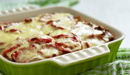 Zapečené paradajky so zemiakmi a syrom