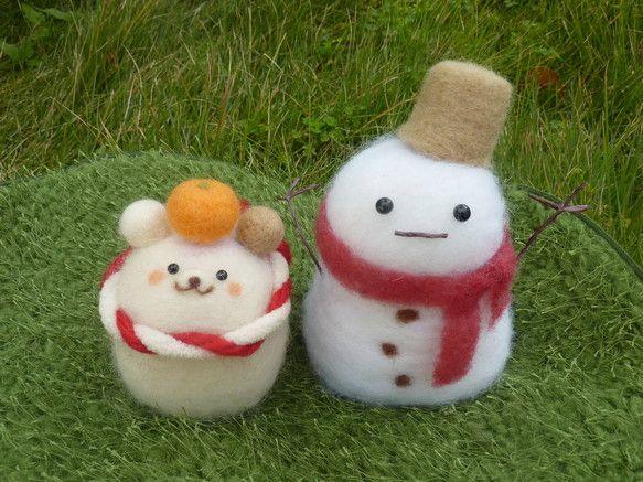 冬ハンドメイド羊毛フェルト作品です。。。オリジナルキャラクターのコロくまちゃんシリーズの、クリスマス&お正月バージョンです♪サンタの帽子とみかんがセットされて...|ハンドメイド、手作り、手仕事品の通販・販売・購入ならCreema。