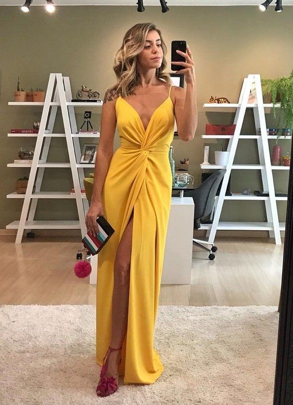 f357064e8 Vestido longo amarelo para convidada: 10 vestidos longos para convidada de  casamento e formatura: vestido longo vermelho #vestido #vestidodefesta ...
