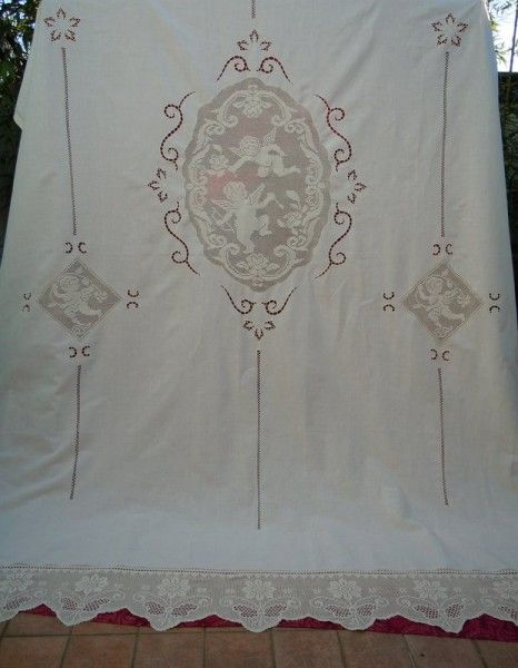 """Tenda in lino ricamata ad intaglio ed uncinetto """"Putti"""" - I tendaggi"""
