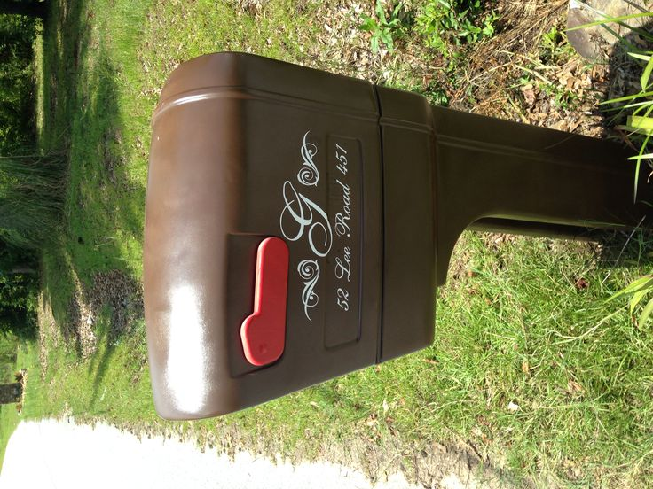 rubbermaid mailbox made new with krylon paint and vinyl stickers