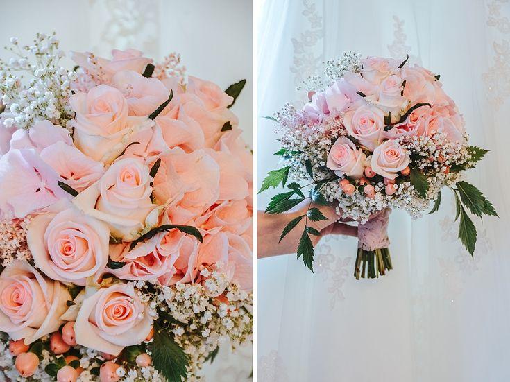 Dieser Brautstrauß wurde aus Rosen, Johanneskraut, Schleierkraut, Astilben und Hortensien zusammen gesteckt. Alles in rosa gehalten. www.annatews.de