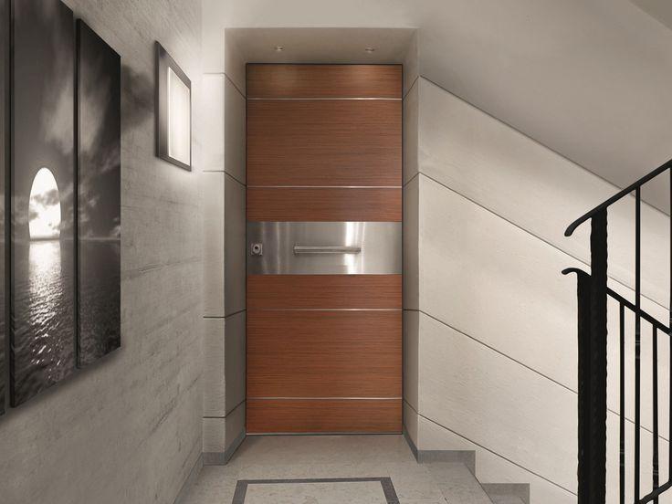 Что нужно знать о бронированной двери? | Бронированная дверь представляет собой металлическую конструкцию с усиленным профилем и другими деталями, что обеспечивает максимальную защиту от взлома и даже вооруженного нападения. Мощная массивная дверь даже выгля�