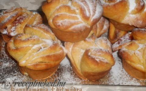 Nutellás és lekváros rózsák muffin sütőben sütve recept fotóval