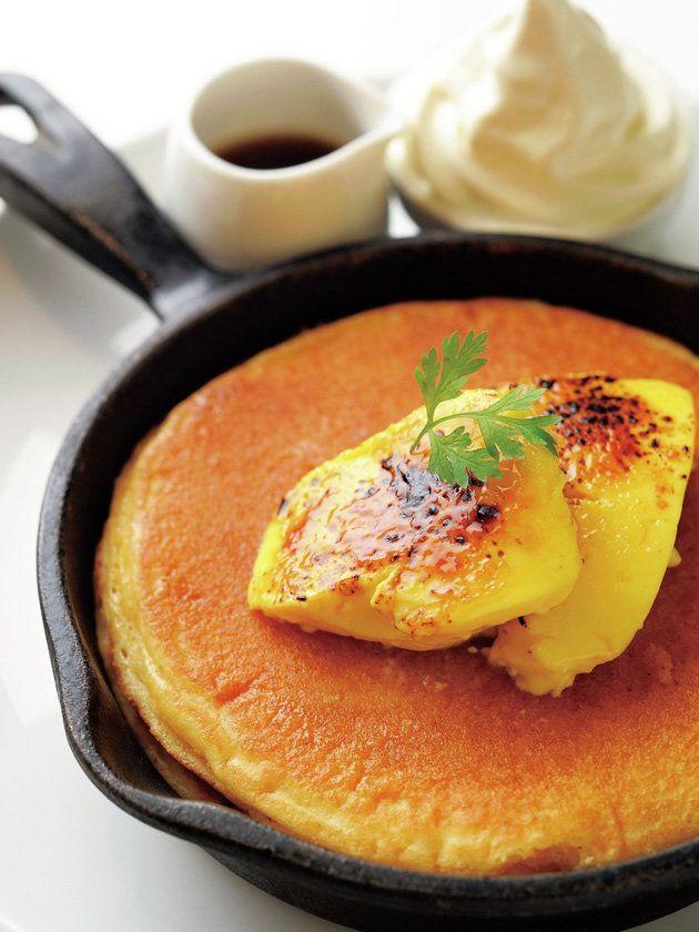 Tokyo Pancakes : 【バター グランデ/クレームブリュレ窯出しフレンチパンケーキ】あれもこれも食べたい! 女子の欲望が叶うひと皿