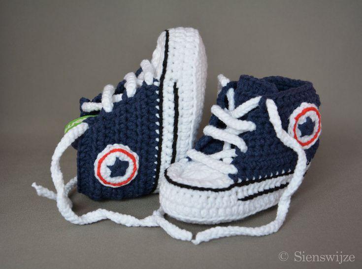 Blauwe baby Converse sneakers, Gehaakte baby slofjes, Handgemaakte baby schoentjes,  3-9 mnd door Sienswijze op Etsy