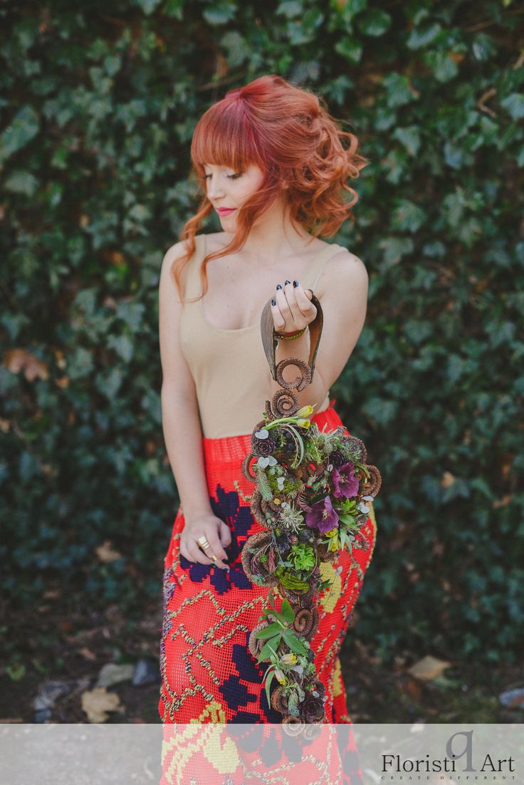 FloristiQ Art Event- #BloomYourBusiness Floral design : Andreea Stor Photography & Editing: Vasile Stan Photography Dress : Oana Lupas Make-up : Cristina Popa Hair : Nasaudean Tudor , Headline Romania Dress: Designed by Oana Lupas