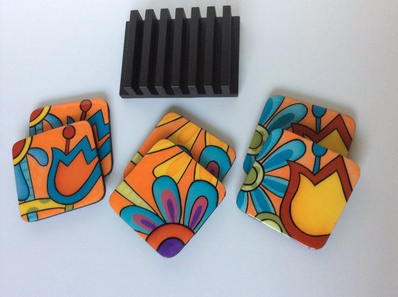 Coasters and wooden base handmade painted wood por FucsiaDesigns