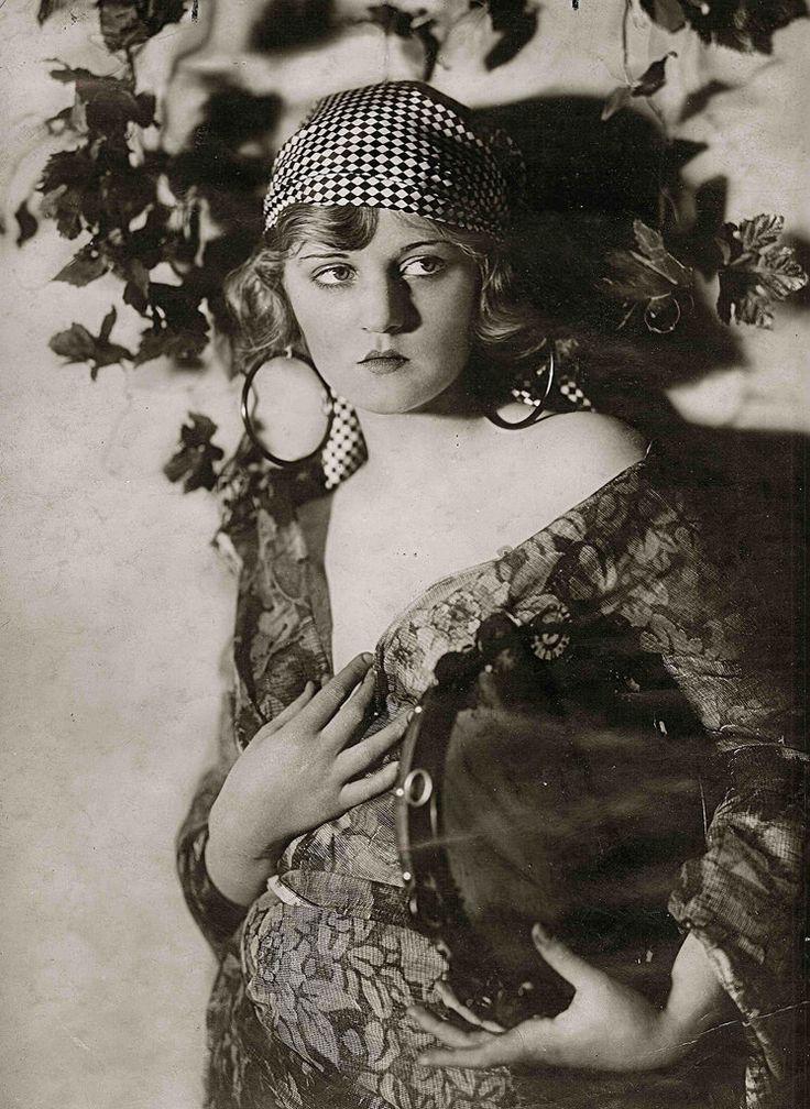 Ziegfeld Model - by Alfred Cheney Johnston   Ziegfeld