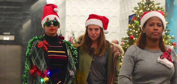D'après une enquête menée par Meetic, presque la moitié des célibataires français se sentirez lesdindons de la farce à Noël, froissés (comme du papier cadeau) par leur famille qui les enguirlande sur leur vie amoureuse.