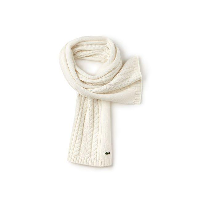 De belles torsades pour cette écharpe Lacoste Live confectionnée en laine et alpaga mélangés. A porter dès les premiers froids avec son bonnet assorti.