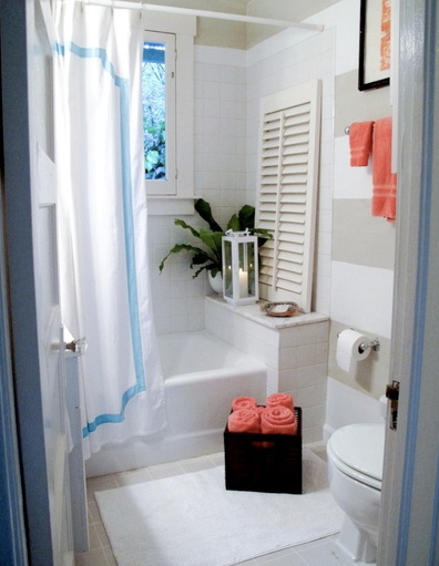 Organizador De Baño Sobre Inodoro:Coral and Turquoise Small Bathrooms