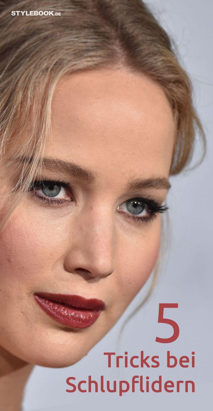 Jennifer Lawrence hat sie, Renée Zellweger und Claudia Schiffer auch – und mit ihnen Millionen andere Menschen: Schlupflider. Viele finden sie sexy, andere lassen sie wegoperieren oder versuchen, ihre tief hängenden Lider zu kaschieren. Mit ein paar Schmink-Tricks geht das auch ganz einfach.