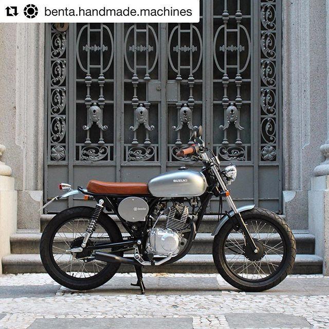 """#Repost @benta.handmade.machines with @repostapp """"Formiga Atômica"""" Suzuki GS 120cc. A ideia do dono da moto era deixar ela com uma pegada bem retrô e pra uma pessoa só. Para isso desenvolvemos um tanque de combustível sob medida para as dimensões reduzidas da moto."""