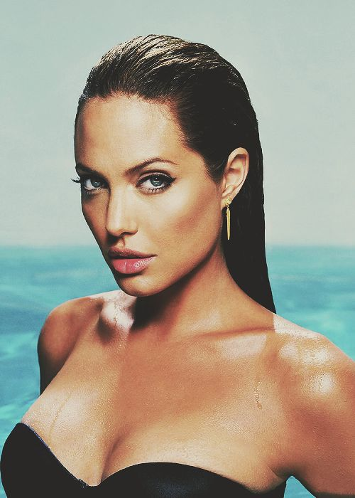 One of my favourite all time photos of Angelina Jolie - just stunning!