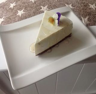 Lime-valkosuklaajuustokakku / White chocolate and lime cheesecake