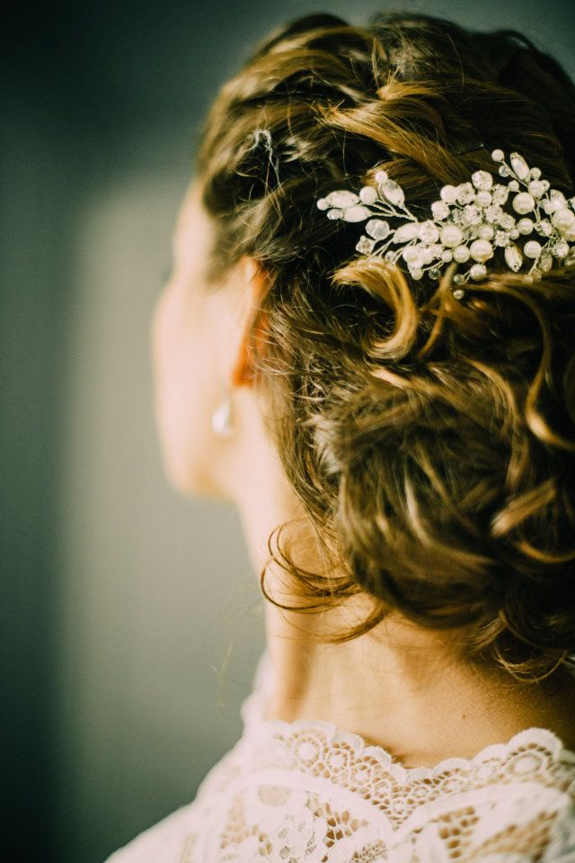 Credit: Fotosolo - huwelijk (ritueel), meisje, bruid, mooi, portret, vrouw, model, mode, volk, volwassen, kapsel, haar (zoogdier), bruids, bloem (plant), gezicht, glimlach, jurk, jong, stijl