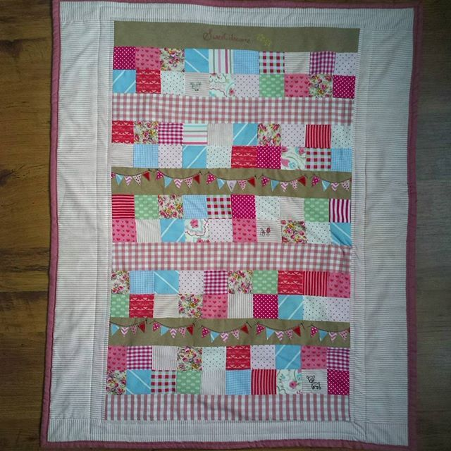 Complete babyquilt #sweetlystitchedsal  I LOVE all ideas from amys book #sweetlystitchedhandmades so much, that i was not able to decide for only one project for #sshsal6  I made a big babyquilt in Inspiration of the mouse house doll quilt, and the details i found on her blog :) more Photos on my IG. Thanks so much for Inspiration @amysinibaldi  #sewing #quilt #baby #stitched #embroidery #bunting #sweetlystitchedsal
