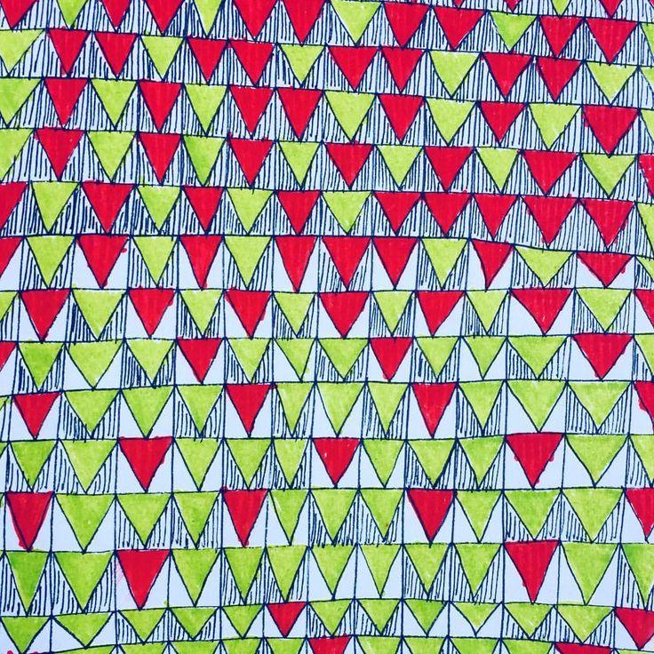 "0 curtidas, 1 comentários - Renata Acciaris Art (@renataacciaris) no Instagram: ""#triangles #drawing #pattern"""