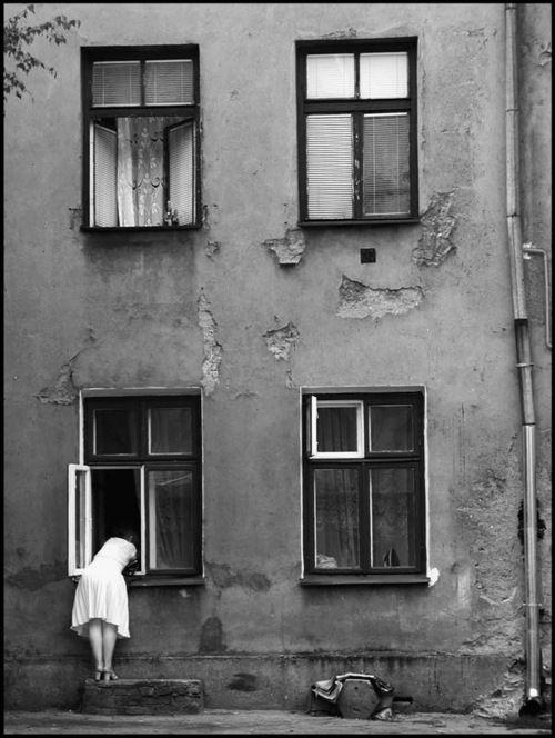Artur Urbański - Łódź, Podwórko przy ulicy Tuwima (Lodz, Courtyard at Tuwima Street), 2001  From Łódź Miasto w środku Europy (Lodz City in the middle of Europe)Book, page 27
