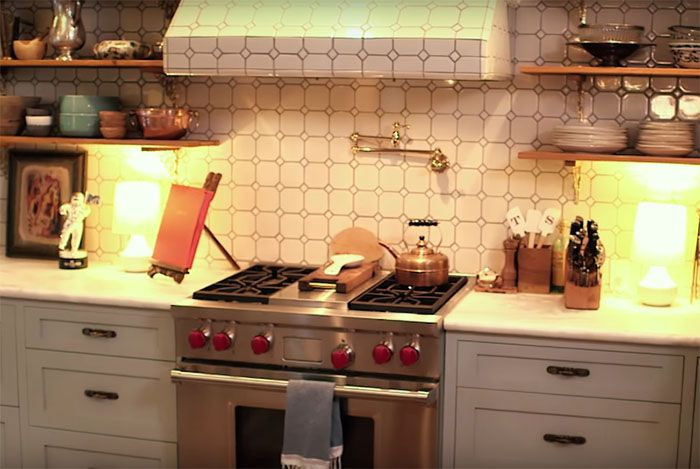 Another T swift home steal. Cupboardless kitchen. Love the vintage look of this ♡