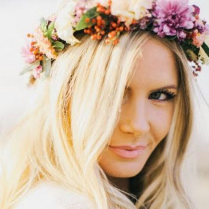 23 Evergreen Romantic Bridal Hairstyles: Straight Hair With Flower Crown