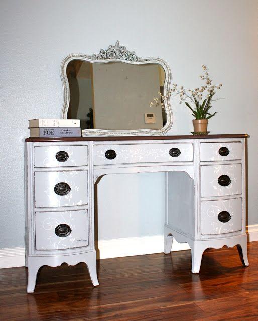 MakeMePrettyAgain: Vintage Desk re-do w/Stencil